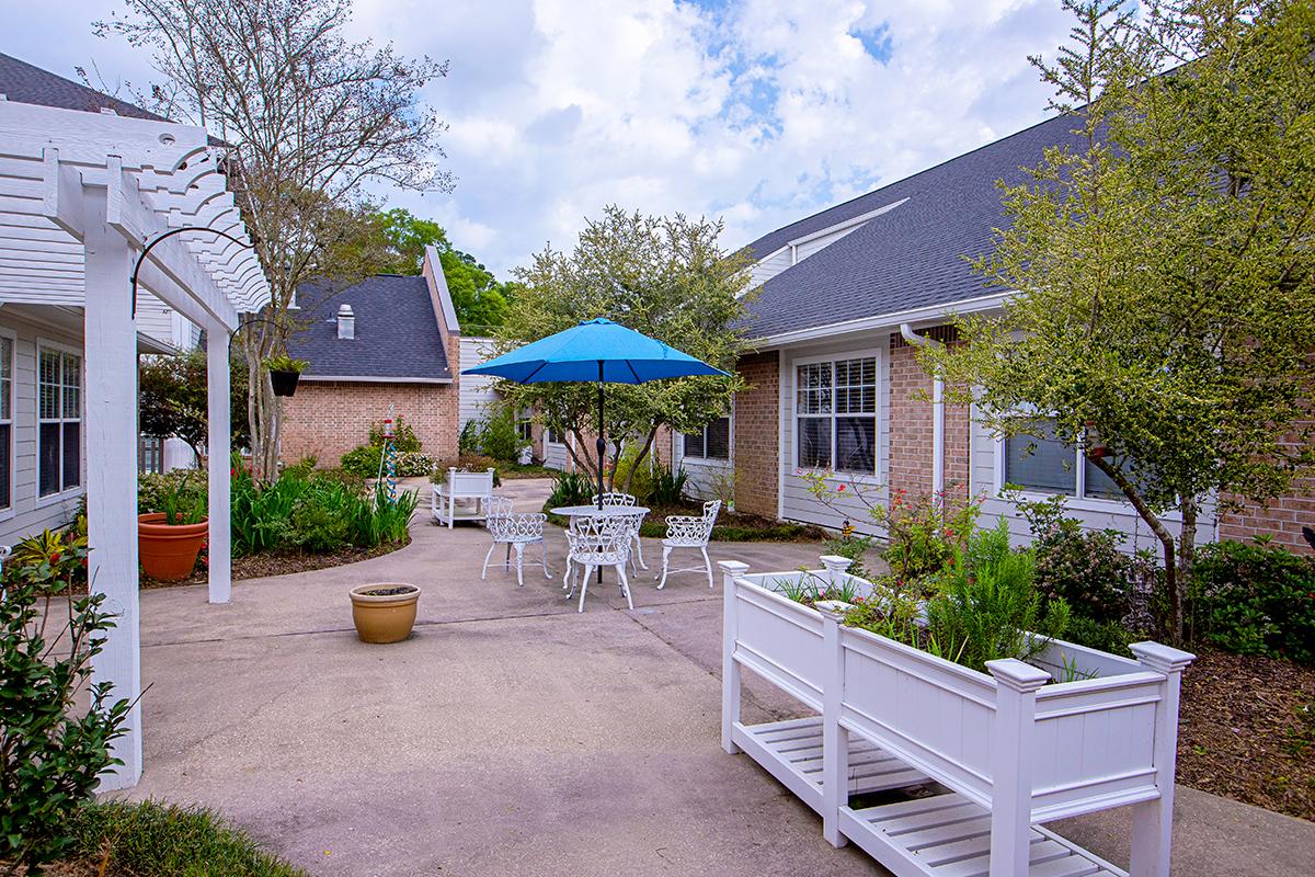 Oak Park Courtyard